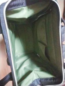 アネロのバッグを開いて置いてみた